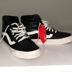 Lack leather high top Vans